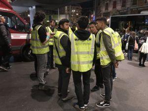 les volontaires pour aider les déménageurs de Harsch à livrer 4000 bagages